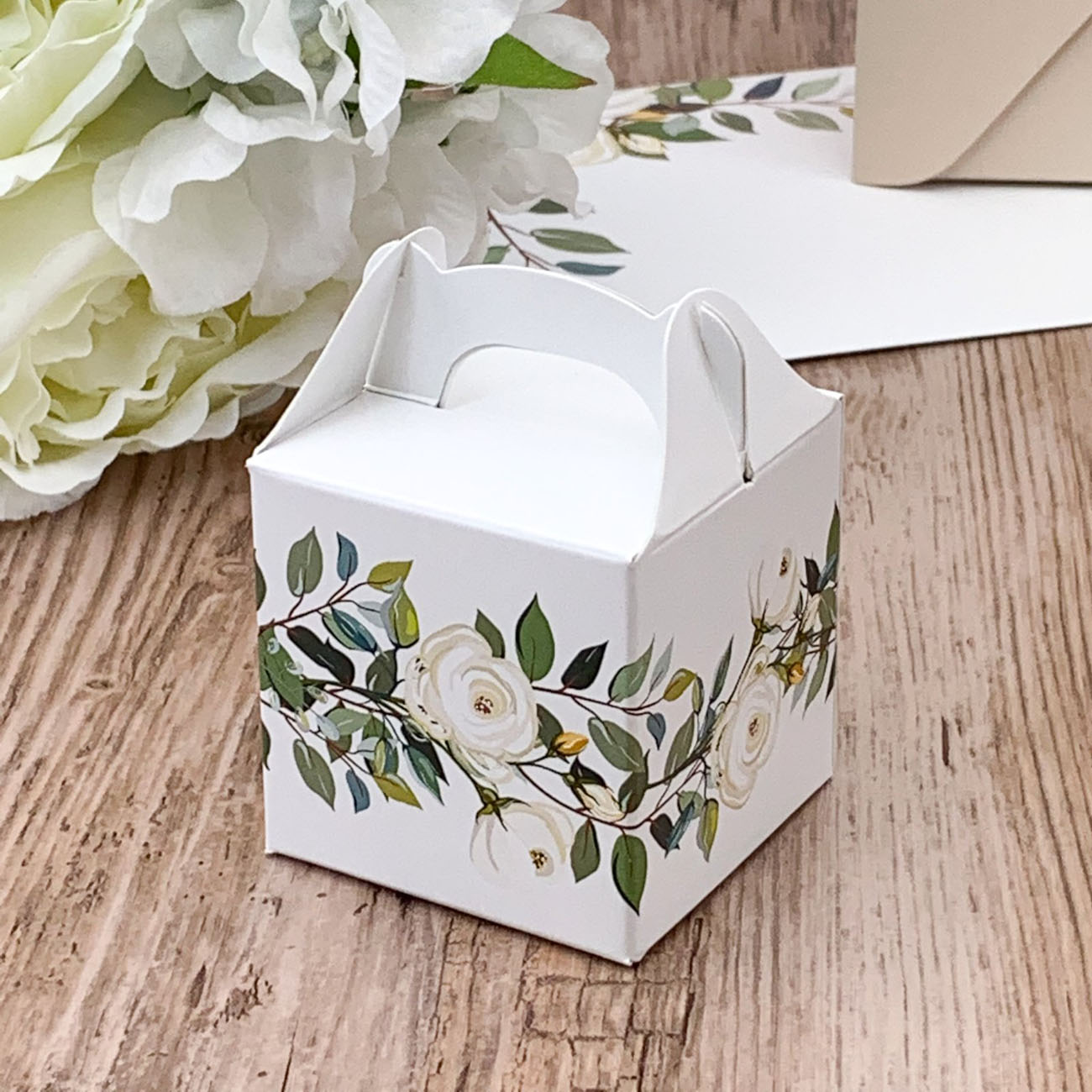 Levně KRABIČKY na svatební mandle Bílé růže 8ks